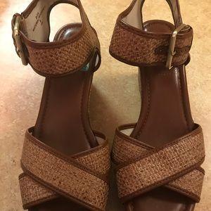 Shoes - Cute Brown Wedge-heeled Sandals